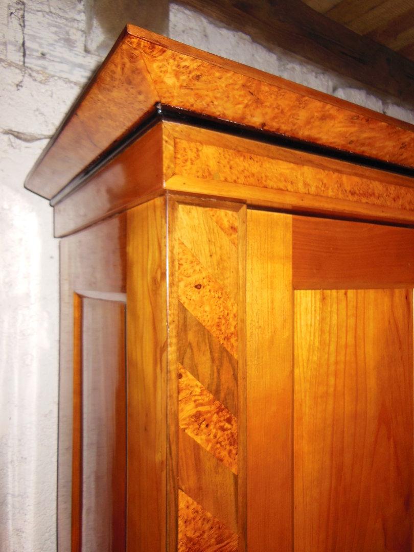 biedermeier kirschholzschrank um 1840 mit intarsien antik m bel antiquit ten alling bei. Black Bedroom Furniture Sets. Home Design Ideas