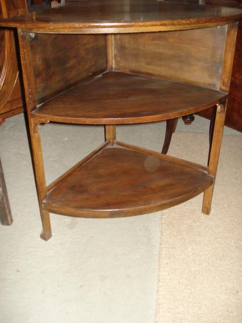 antikes eichen ecktischchen um 1910 antik m bel antiquit ten alling bei m nchen zwischen. Black Bedroom Furniture Sets. Home Design Ideas