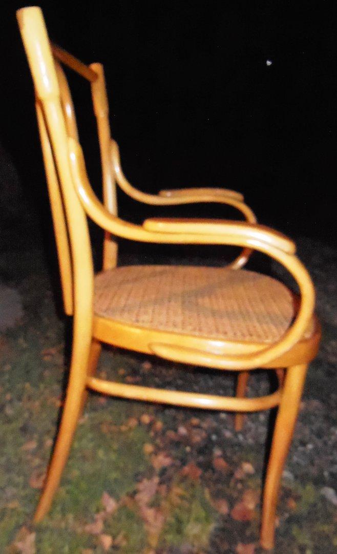 echter orginaler art thonet stuhl hell mit armlehnen sehr guter zustand antik m bel. Black Bedroom Furniture Sets. Home Design Ideas