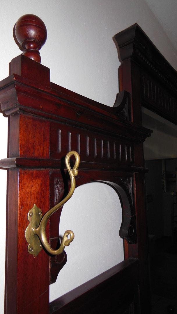 massive garderobe gro im victorianischen stil antik. Black Bedroom Furniture Sets. Home Design Ideas