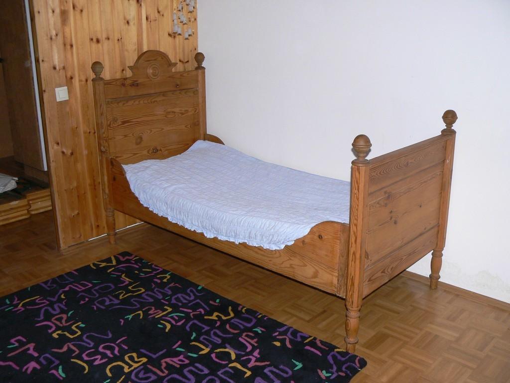bauernm bel kinderbett antik m bel antiquit ten alling. Black Bedroom Furniture Sets. Home Design Ideas