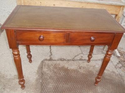 Kleiner englischer Mahagoni-Schreibtisch mit Schubladen 19. Jahrhundert