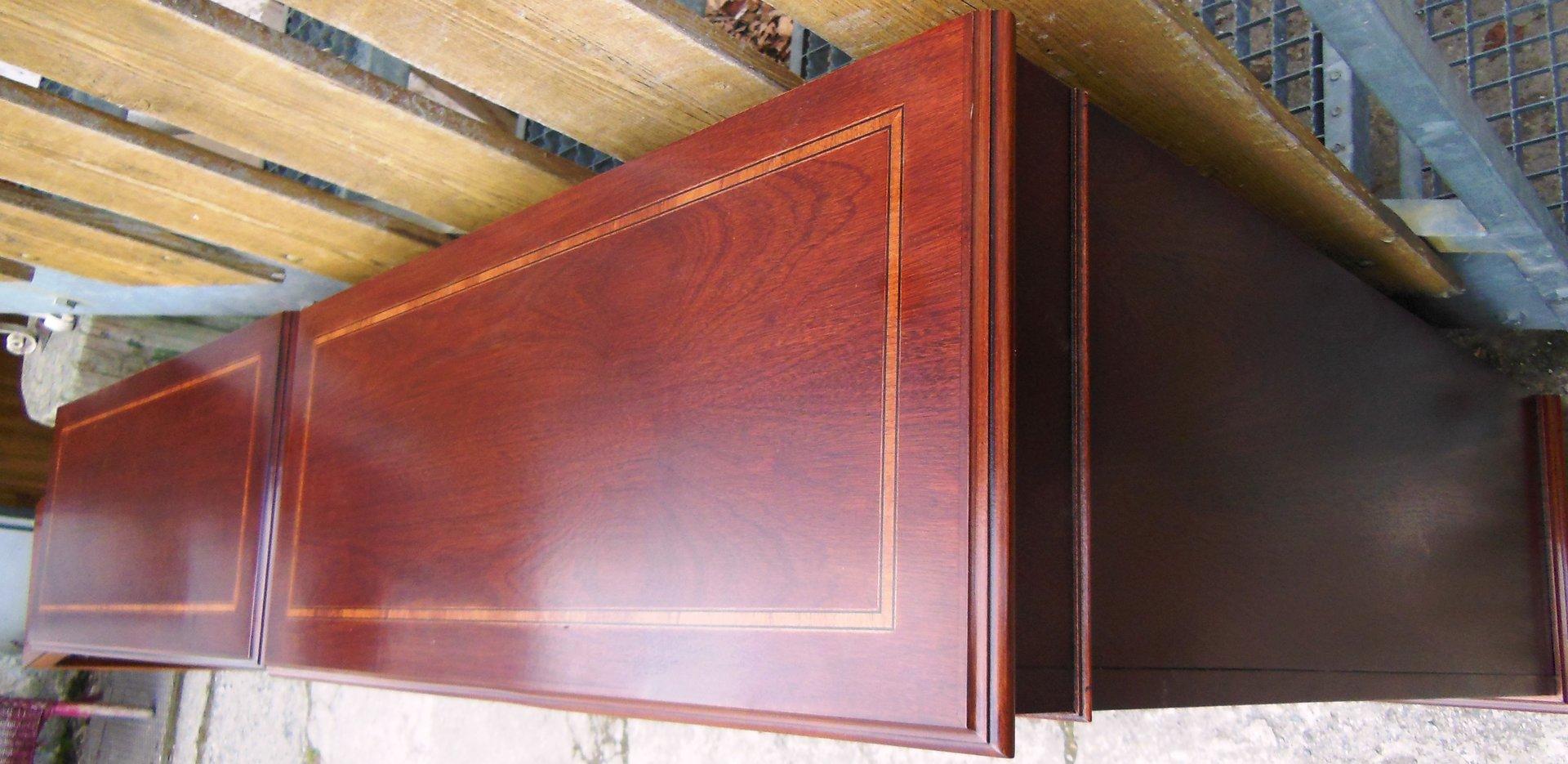 englisches b cherregal mahagoni regal englischer stil mit intarsien antik m bel antiquit ten. Black Bedroom Furniture Sets. Home Design Ideas