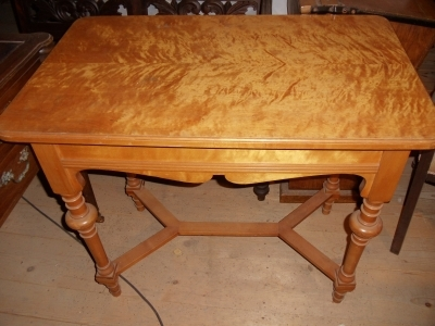 kleiner birkenholz tisch gr nderzeit um 1870 birke antik m bel antiquit ten alling bei m nchen. Black Bedroom Furniture Sets. Home Design Ideas