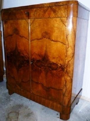 orginales biedermeier vertiko nu baum wurzelholz um 1820. Black Bedroom Furniture Sets. Home Design Ideas
