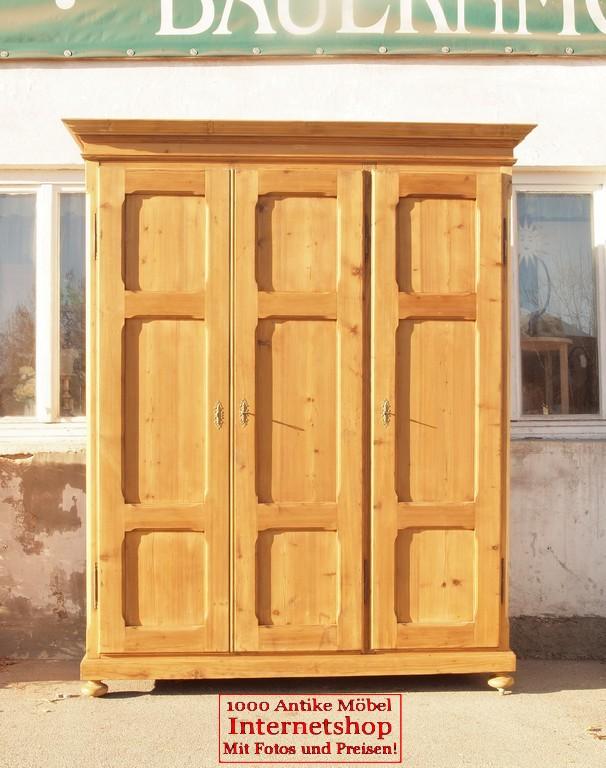alter antiker 3 t riger kleiderschrank breit bauernschrank. Black Bedroom Furniture Sets. Home Design Ideas
