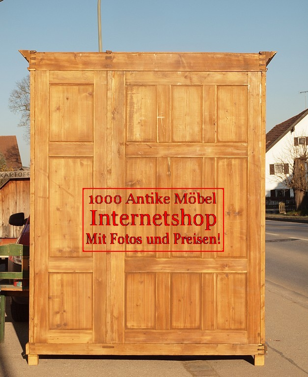 Alter antiker 3 t riger kleiderschrank breit bauernschrank for Schrank 3 meter breit
