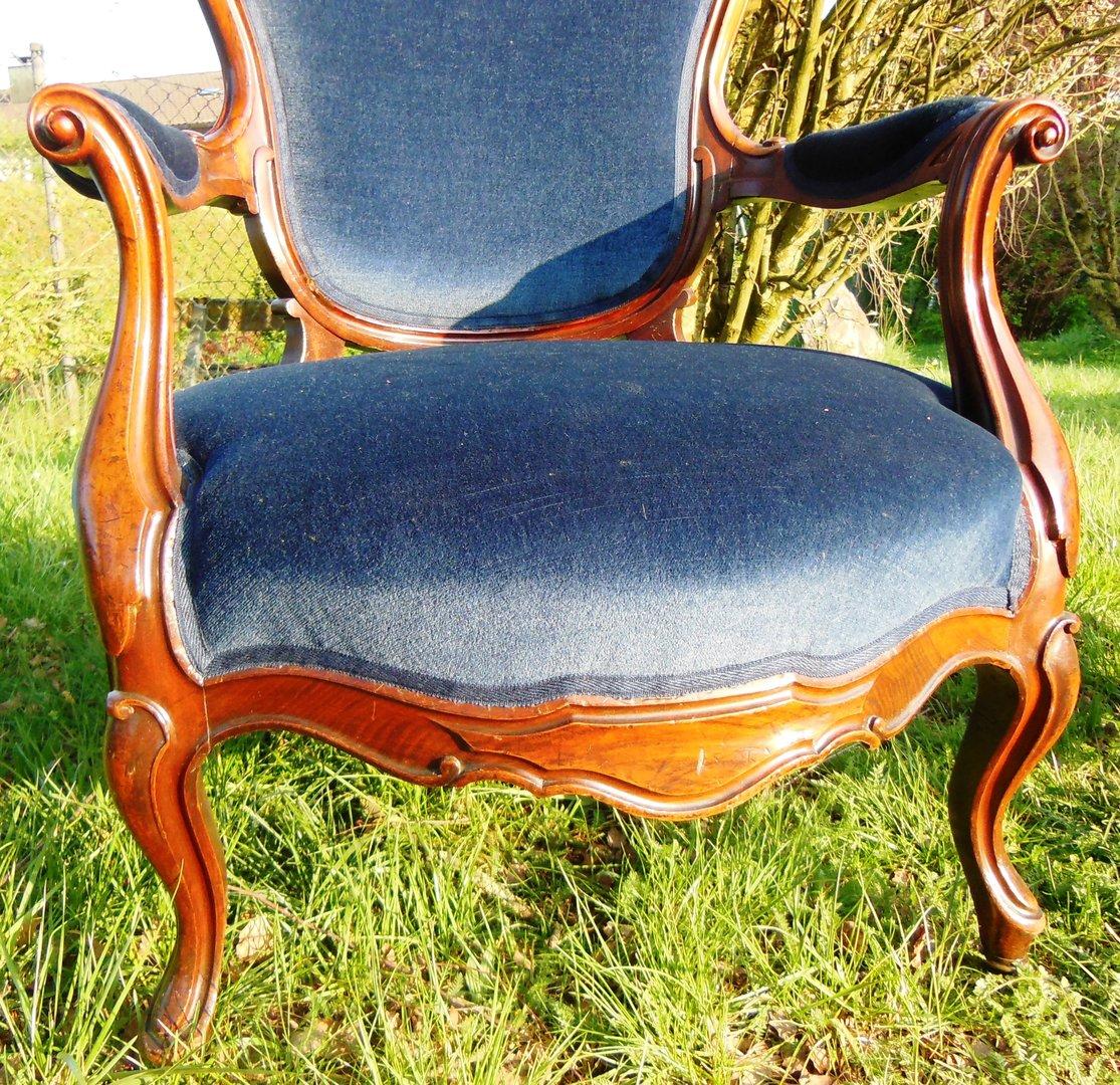 1 paar nussbaum sessel jahrhundert mit blauem stoff for Sessel 19 jahrhundert