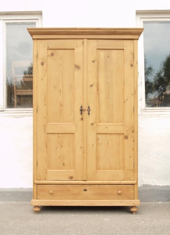 alter antiker bauernschrank massivholz fichte restauriert. Black Bedroom Furniture Sets. Home Design Ideas