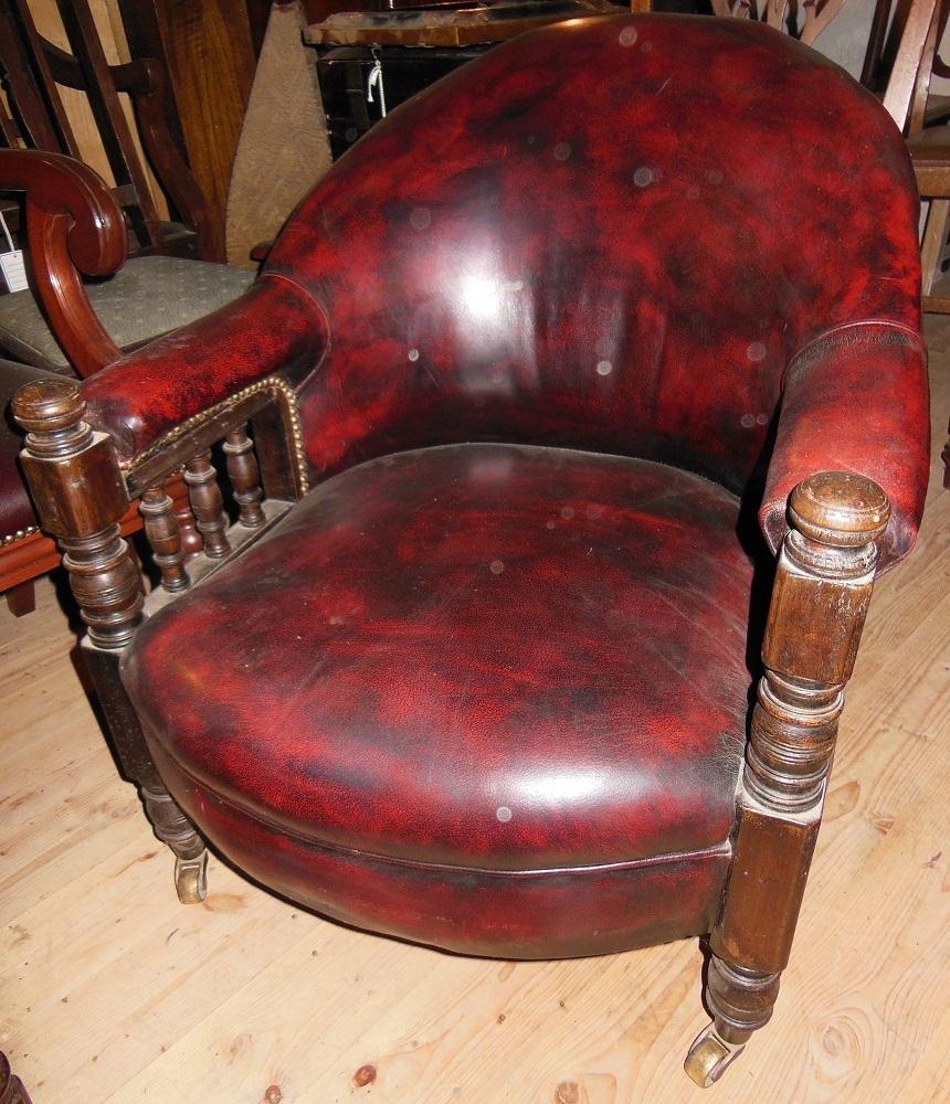 alter englischer victorianischer sessel rotes leder. Black Bedroom Furniture Sets. Home Design Ideas