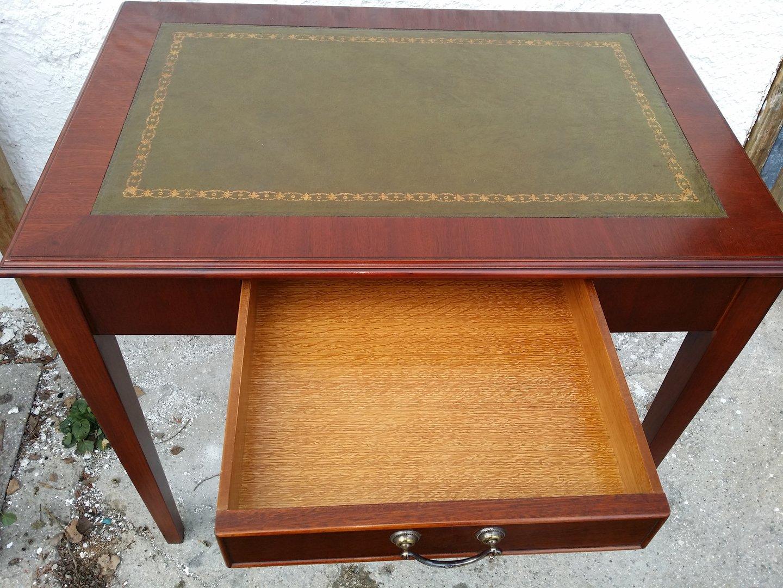 kleiner mahagoni schreibtisch englischer schreibtisch antik m bel antiquit ten alling bei. Black Bedroom Furniture Sets. Home Design Ideas