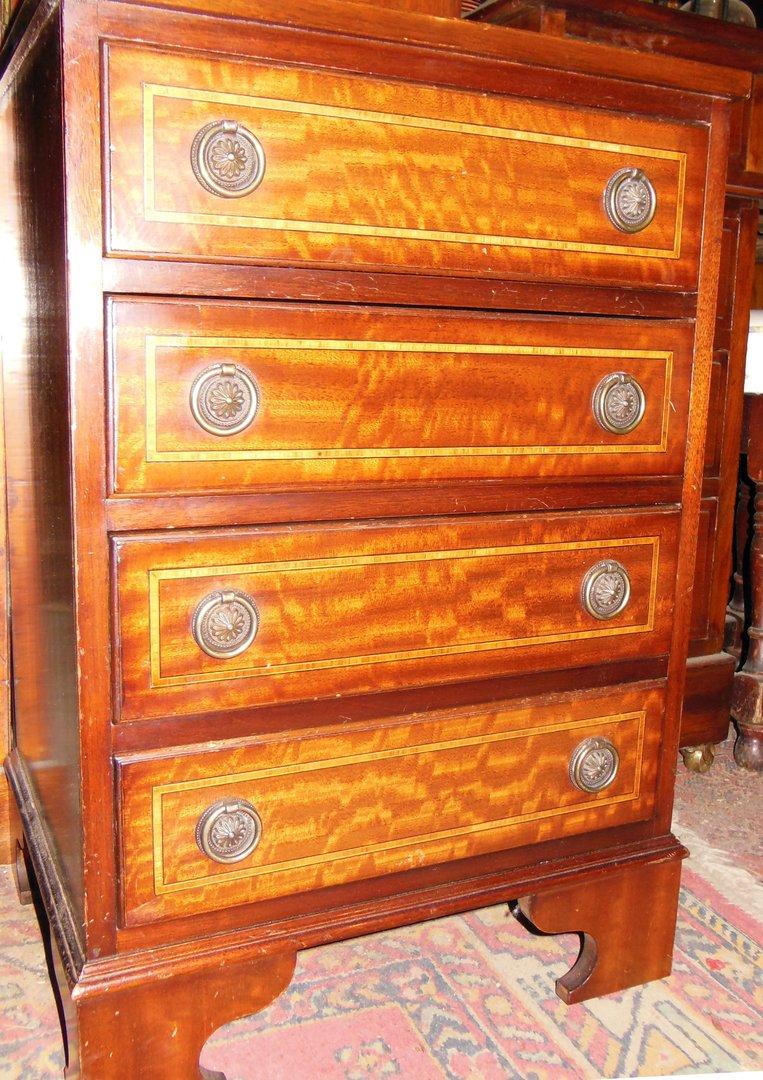kleine mahagoni kommode nachttischchen antik m bel antiquit ten alling bei m nchen zwischen. Black Bedroom Furniture Sets. Home Design Ideas