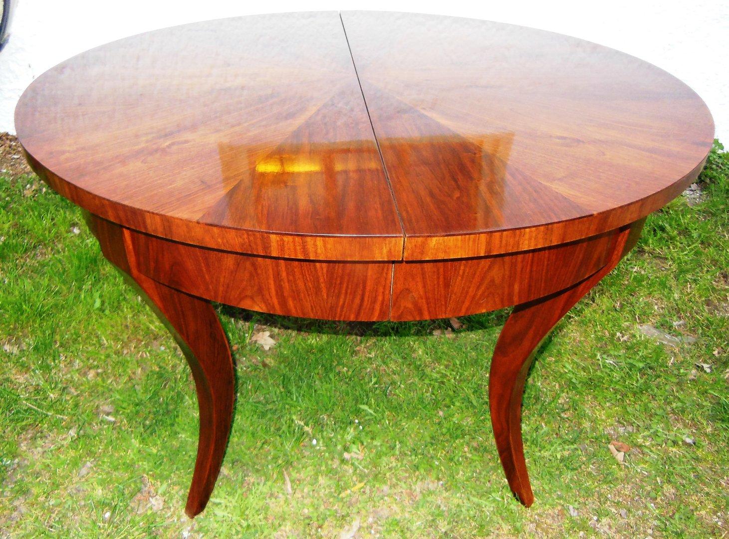 biedermeier stil nussbaum furnierter tisch in 2 gr en oval mit 2 einlegeplatten antik m bel. Black Bedroom Furniture Sets. Home Design Ideas