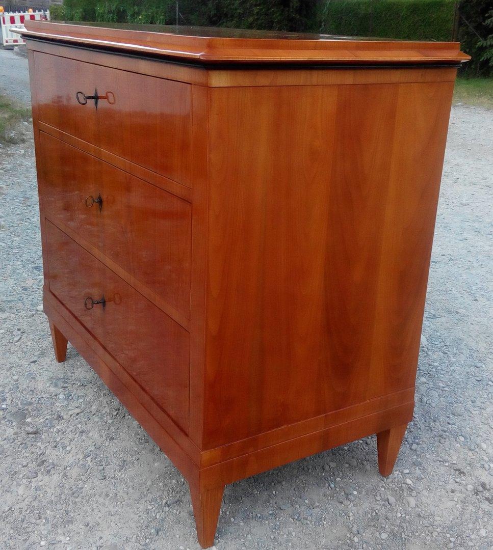 kirschfurnierte kommode biedermeier zeit um 1840 50 antik m bel antiquit ten alling bei. Black Bedroom Furniture Sets. Home Design Ideas
