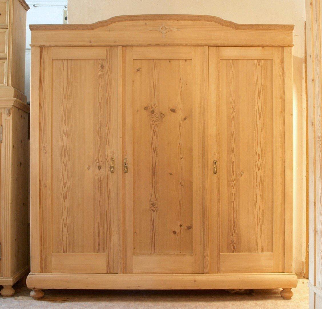 alter antiker 3 t riger kleiderschrank bauernschrank 3 t ren kiefer fichte antik m bel. Black Bedroom Furniture Sets. Home Design Ideas