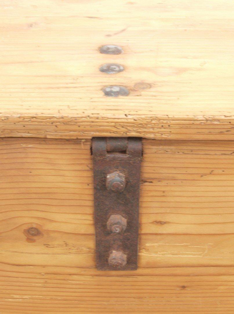 alte antike massivholz truhe kiste antik m bel. Black Bedroom Furniture Sets. Home Design Ideas