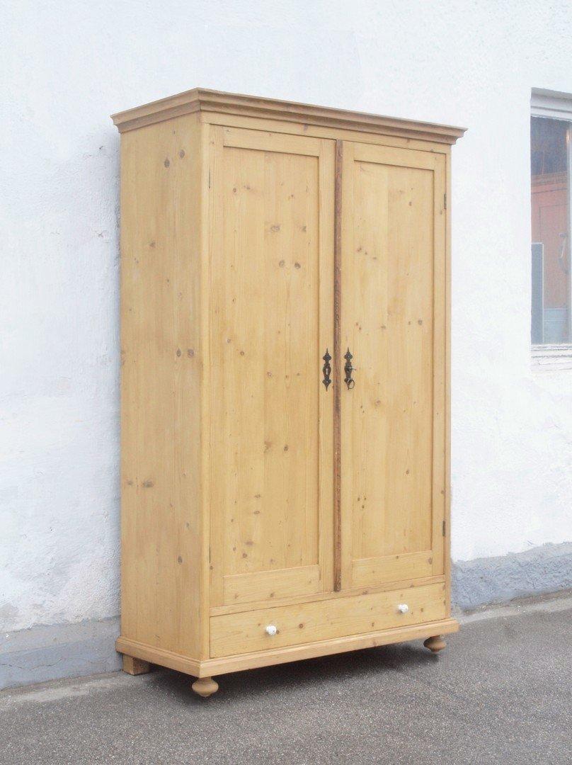 kleiderschr nke bauernm bel antiker schrank bauernschrank gro er kleiderschrank. Black Bedroom Furniture Sets. Home Design Ideas