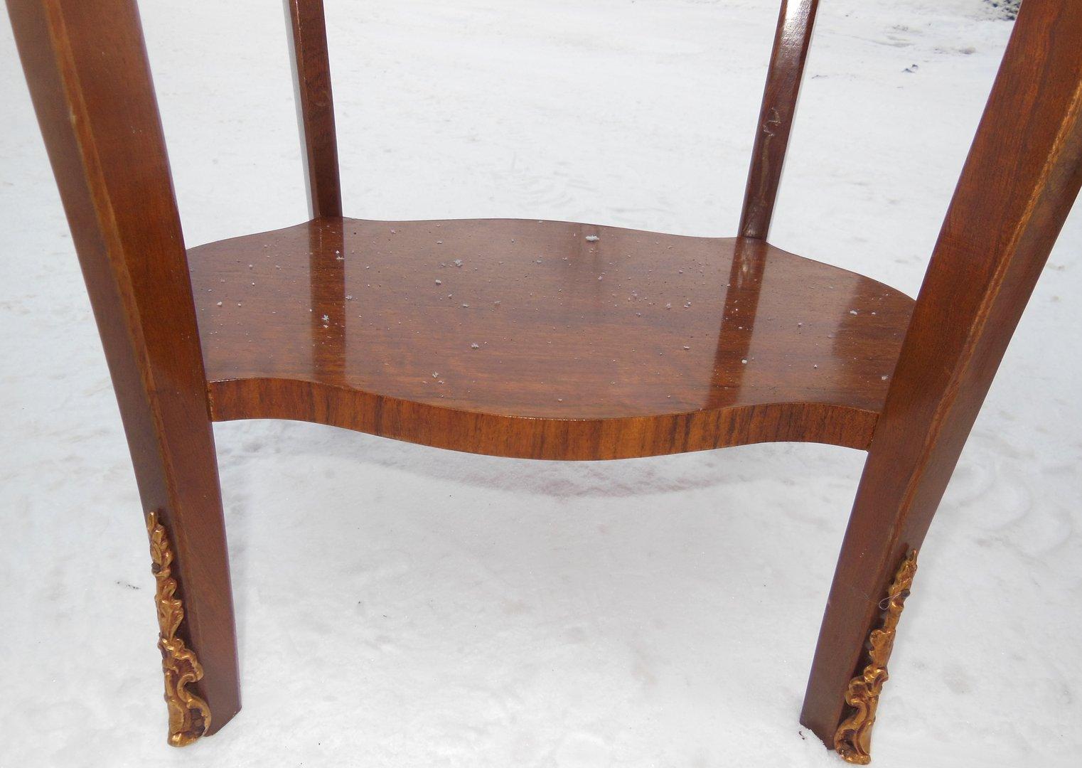 ein couchtisch nussbaum von 2 beistelltischchen franz sischer stil antik m bel antiquit ten. Black Bedroom Furniture Sets. Home Design Ideas