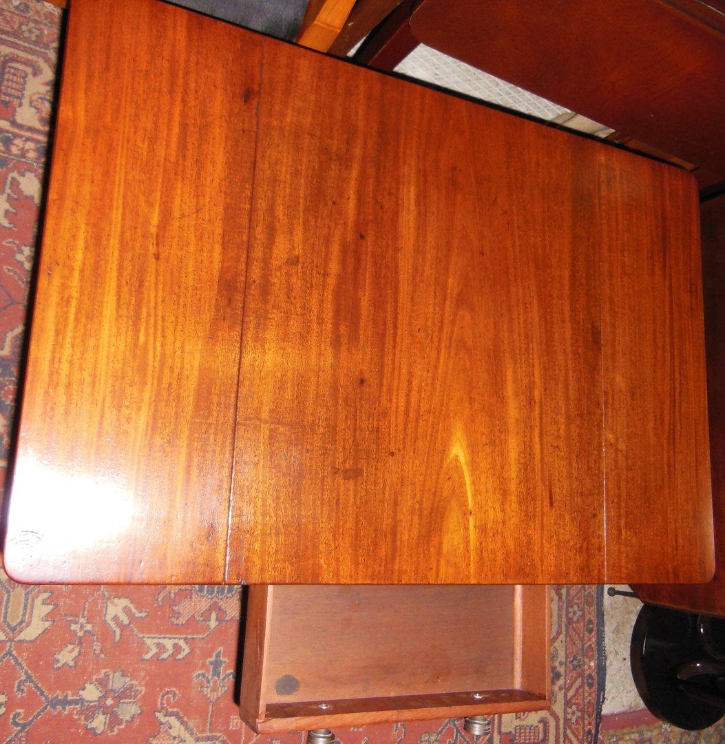 Victorian Couchtisch Mahagoni massiv um 185060  Antik