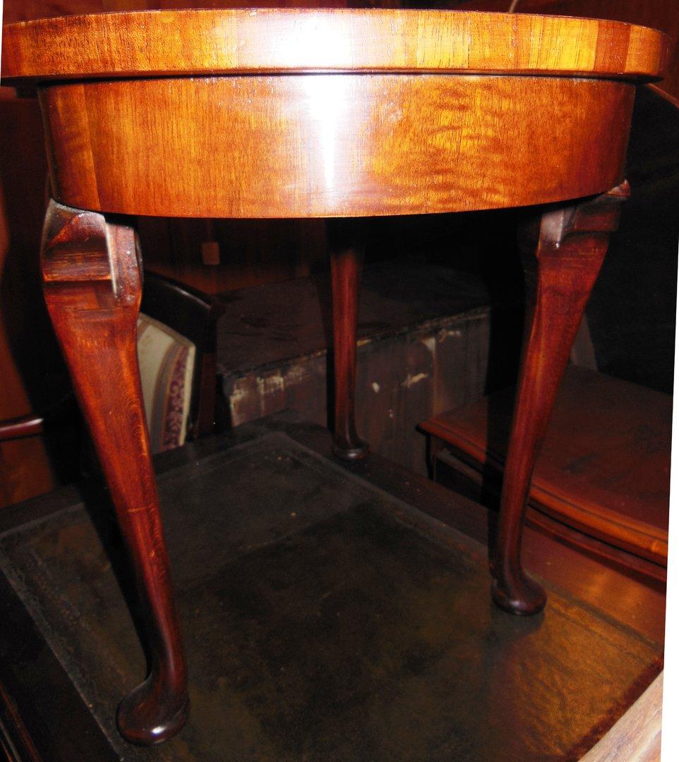 Kleiner chippendale nussbaum tisch beistelltisch england for Kleiner runder tisch beistelltisch