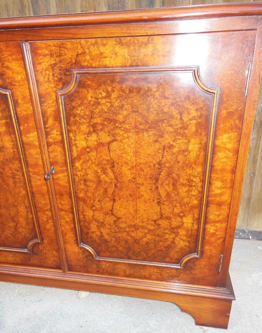 sideboard englisch nussbaumfurniert antik m bel antiquit ten alling bei m nchen zwischen. Black Bedroom Furniture Sets. Home Design Ideas