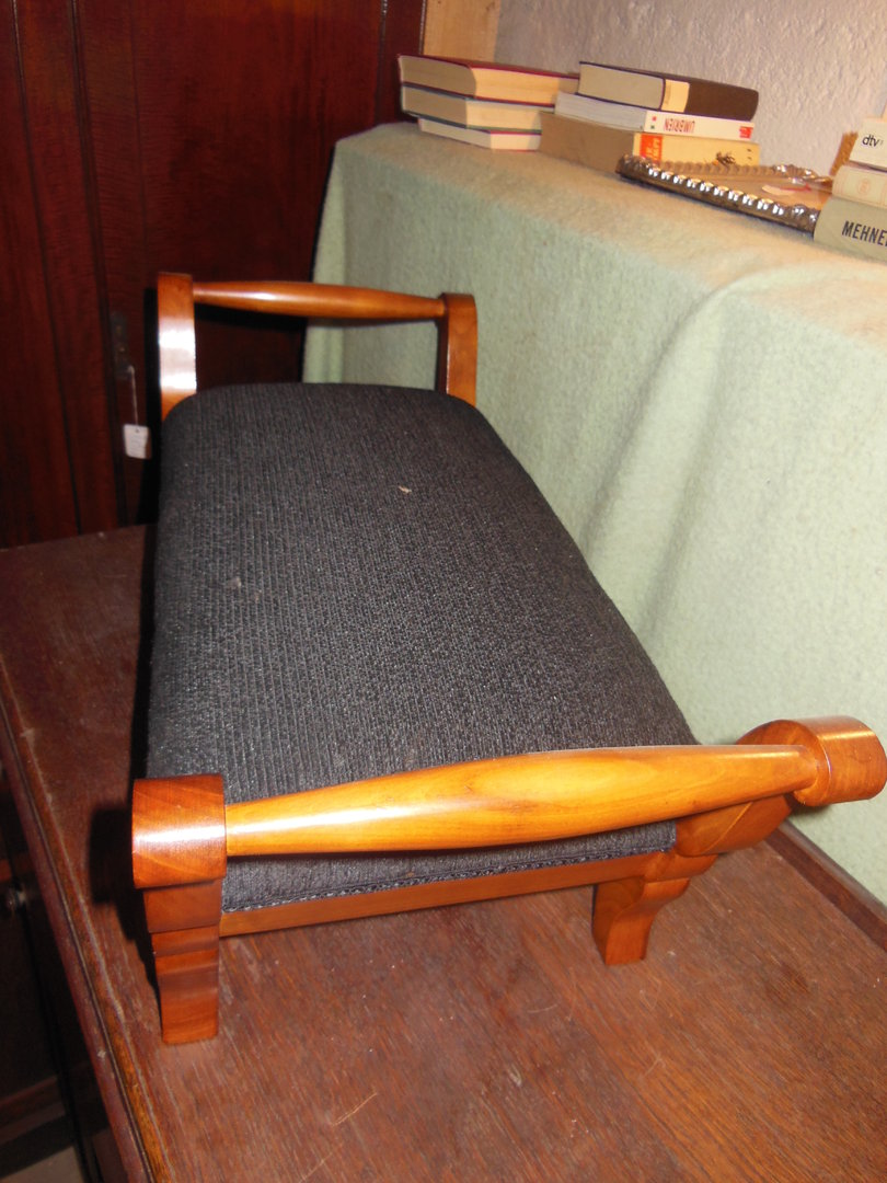 fu hocker kirschholzfurniert biedermeier stil antik m bel antiquit ten alling bei m nchen. Black Bedroom Furniture Sets. Home Design Ideas