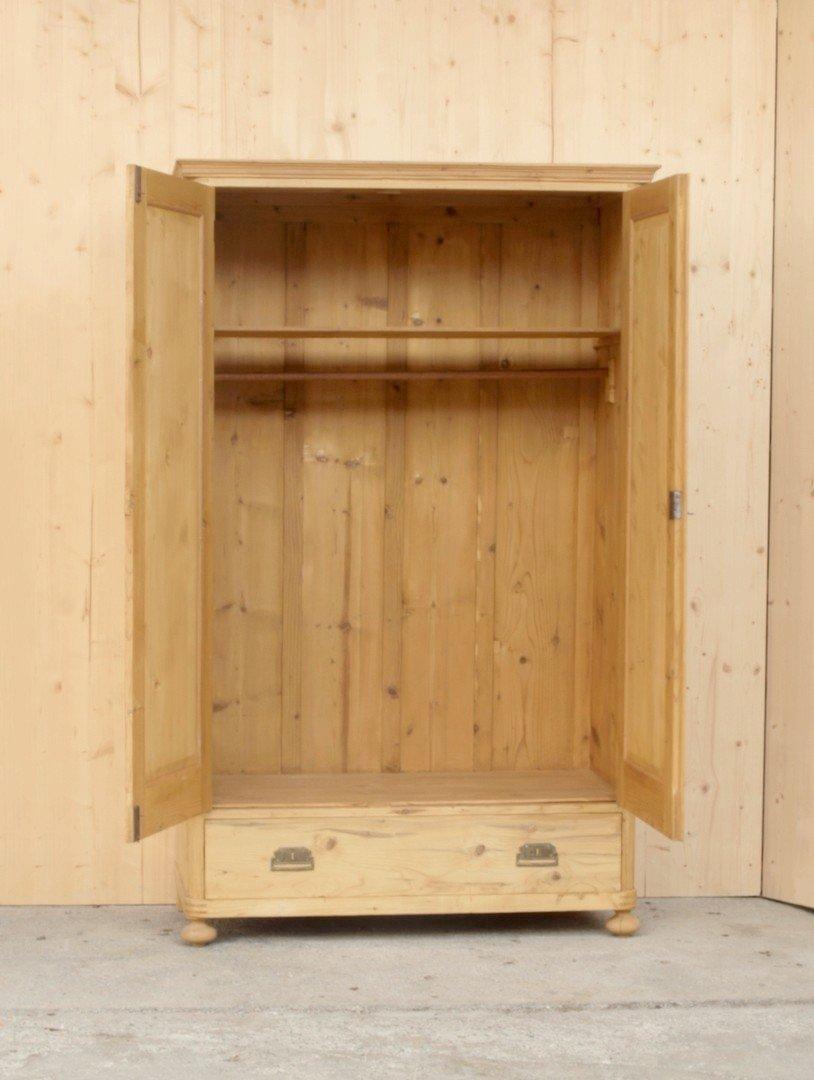 Alter antiker Kleiderschrank mit 2 Türen und einer Schublade ...