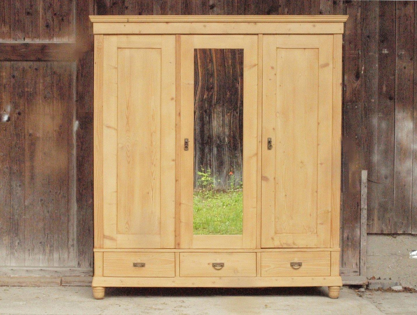 antiker 3 t riger kleiderschrank weichholz bauernschrank. Black Bedroom Furniture Sets. Home Design Ideas