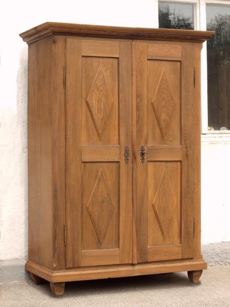 alter antiker zweit riger zerlegbarer kleiderschrank w scheschrank aus massivholz eiche antik. Black Bedroom Furniture Sets. Home Design Ideas