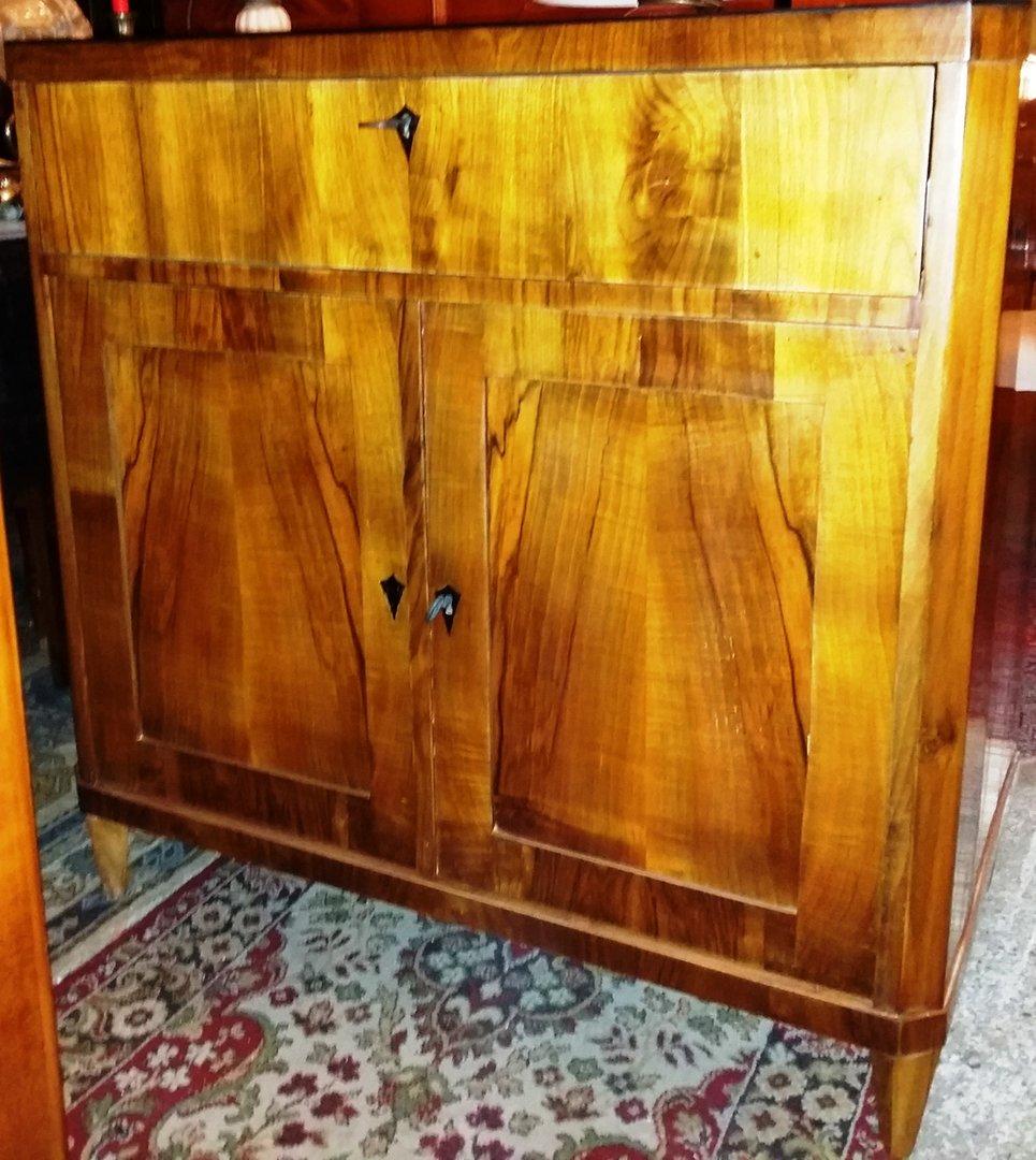 kleiner nussbaum schreibschrank biedermeier vertiko sekret r anrichte um 1830 40 nu baum. Black Bedroom Furniture Sets. Home Design Ideas