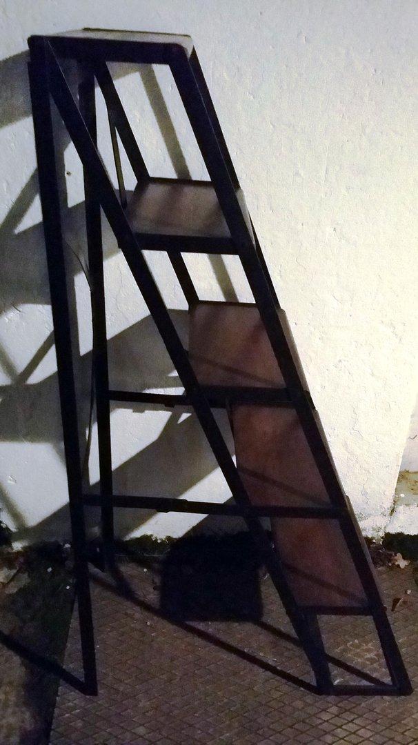 leiter stufentreppe aus eisen mit hartholz klappbare leiter antik m bel antiquit ten alling. Black Bedroom Furniture Sets. Home Design Ideas