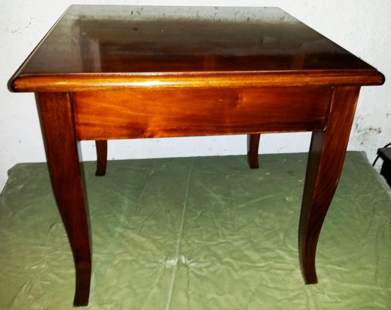 NussbaumCouchtisch quadratisch  Antik Möbel Antiquitäten
