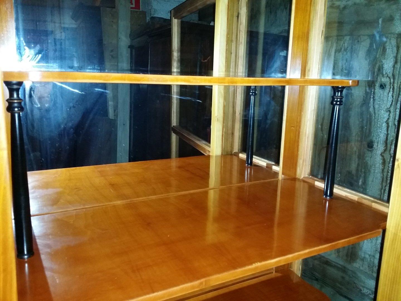 vitrine kirschholzfurniert im biedermeier stil mit zus tzl innenf chern antik m bel. Black Bedroom Furniture Sets. Home Design Ideas