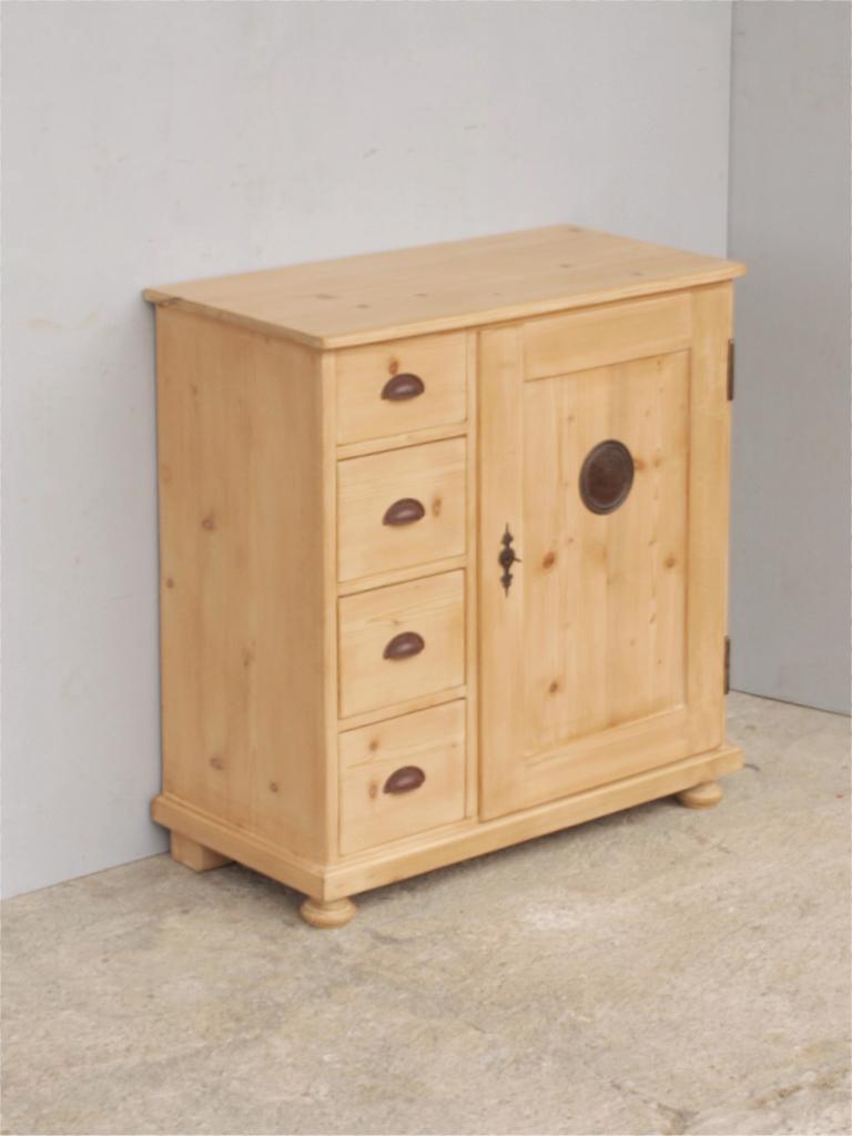 kleiner brotschrank mit 3 schubladen und einer t re nachbau aus altem holz antik m bel. Black Bedroom Furniture Sets. Home Design Ideas