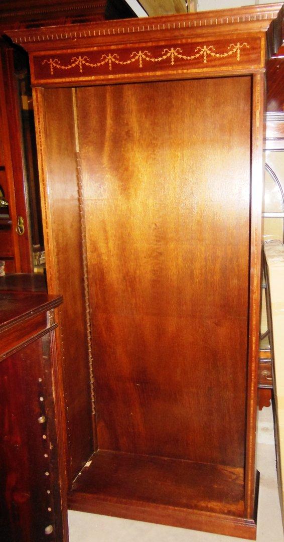 mahagoni b cherregal mit tulpen intarsien englisches b cher regal antik m bel antiquit ten. Black Bedroom Furniture Sets. Home Design Ideas