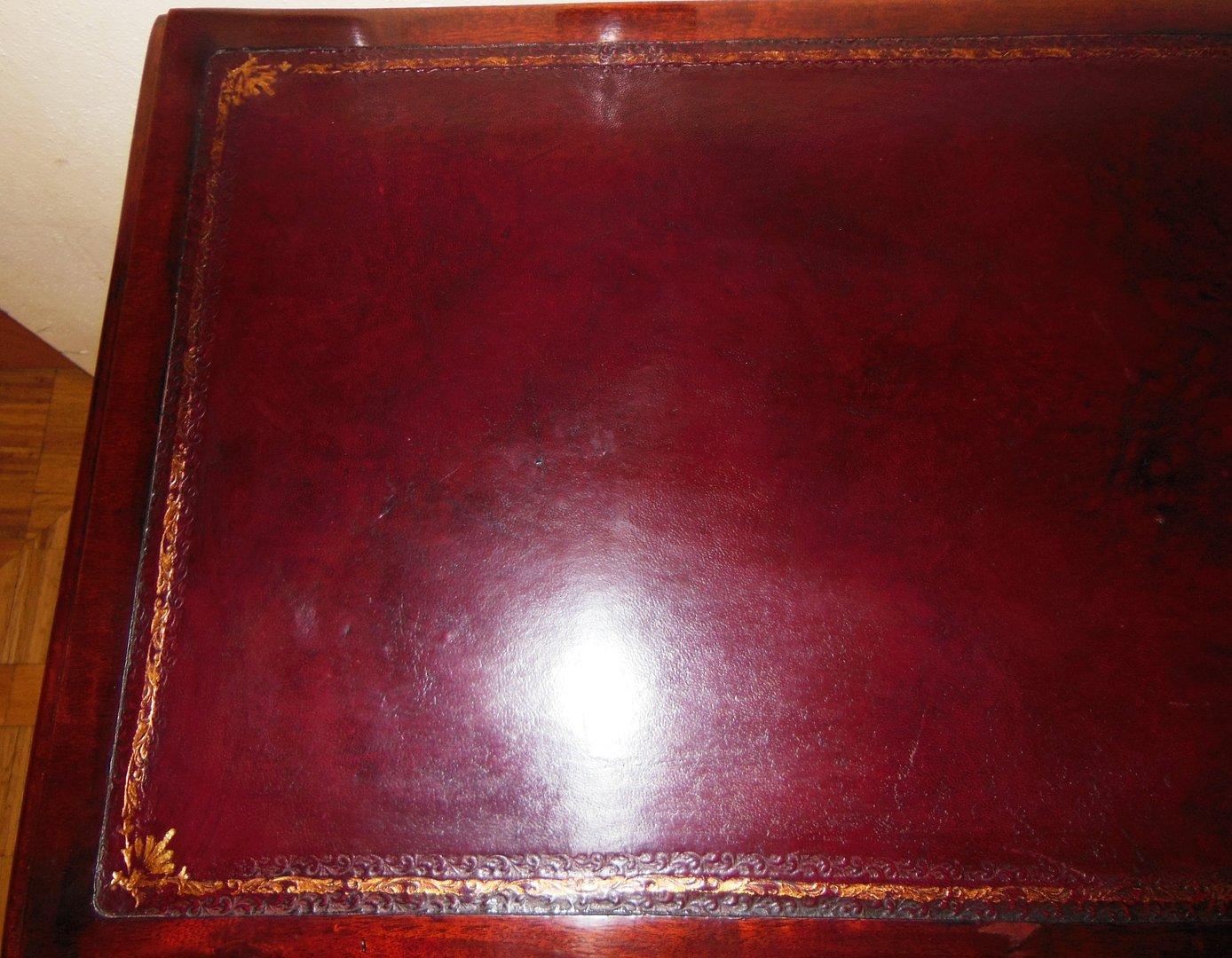 Kleiner englischer schreibtisch rotes leder mahagoni for Schreibtisch auf englisch