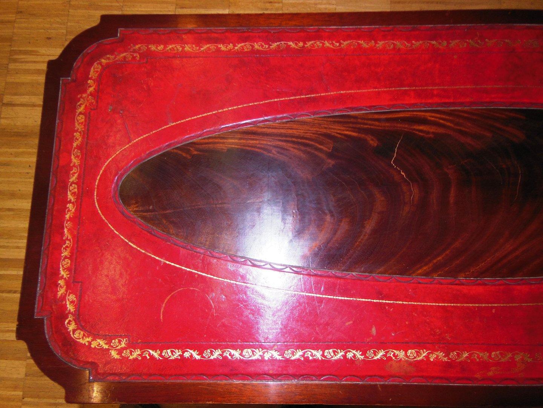 Alter englischer Couchtisch MahagoniCouchtisch mit Leder