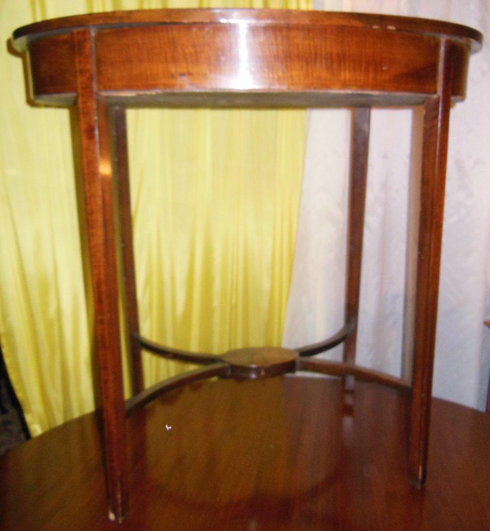 ovaler mahagoni beistelltisch jugendstil beistelltisch mit einlegearbeiten englisch um 1900. Black Bedroom Furniture Sets. Home Design Ideas