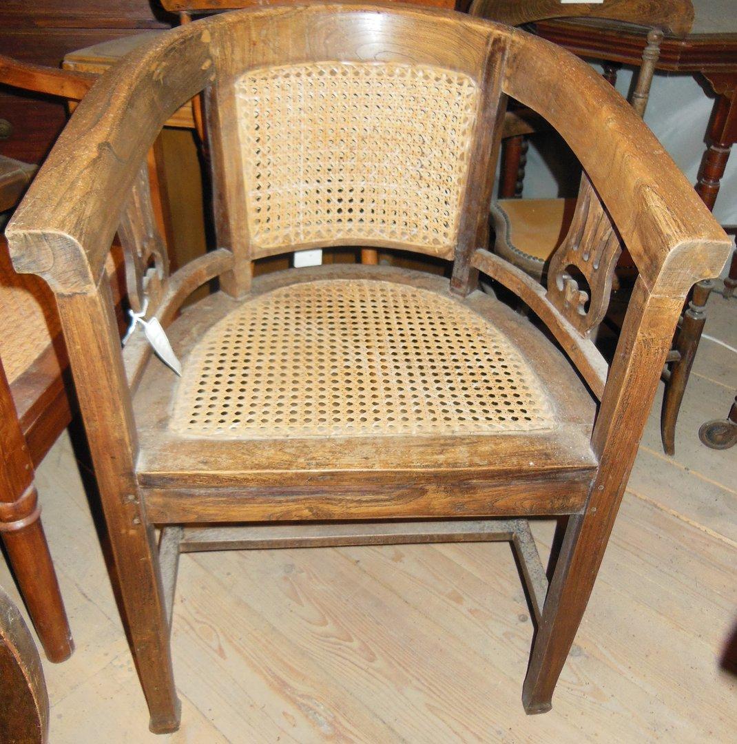 halbrunder teakholzstuhl mit geflochtenem sitz antik. Black Bedroom Furniture Sets. Home Design Ideas