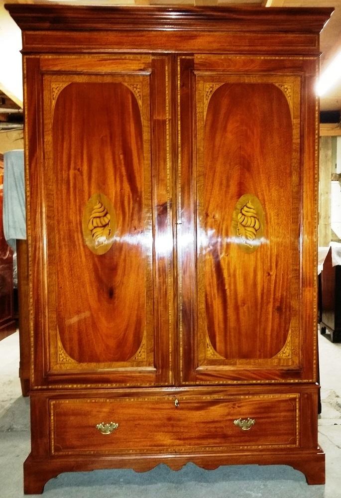 englischer wardrobe jugendstil schrank 2 t rig mit muschelintarsien antike m bel und beschl ge. Black Bedroom Furniture Sets. Home Design Ideas