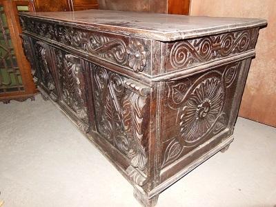 alte truhe kiste spanische truhe englische truhe eiche um 1750 geschnitzt antik m bel. Black Bedroom Furniture Sets. Home Design Ideas