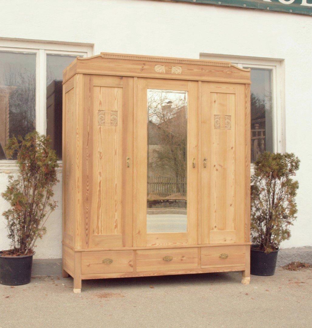 3 t riger jugendstil kleiderschrank massivholz kiefer antike m bel und beschl ge. Black Bedroom Furniture Sets. Home Design Ideas