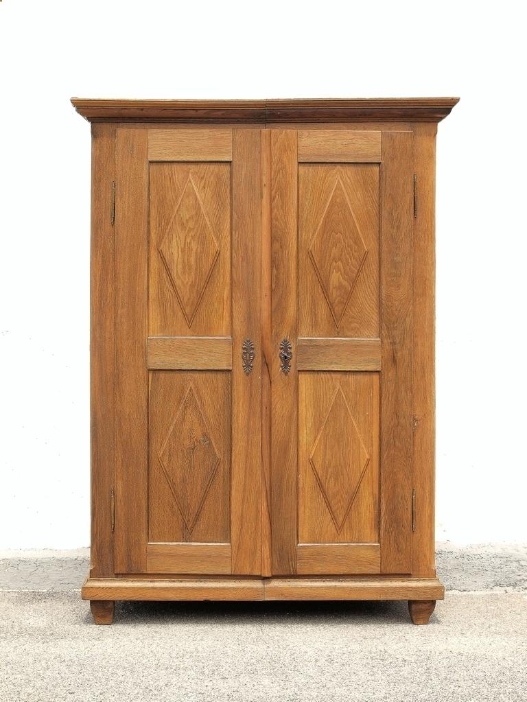 alter antiker zweit riger zerlegbarer kleiderschrank w scheschrank aus massivholz eiche antike. Black Bedroom Furniture Sets. Home Design Ideas