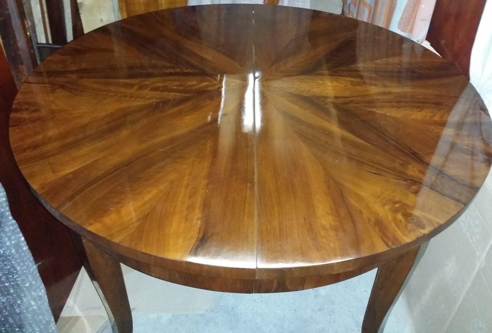 Runder nussbaum tisch biedermeier art mit 2 ausziehplatten for Nussbaum tisch