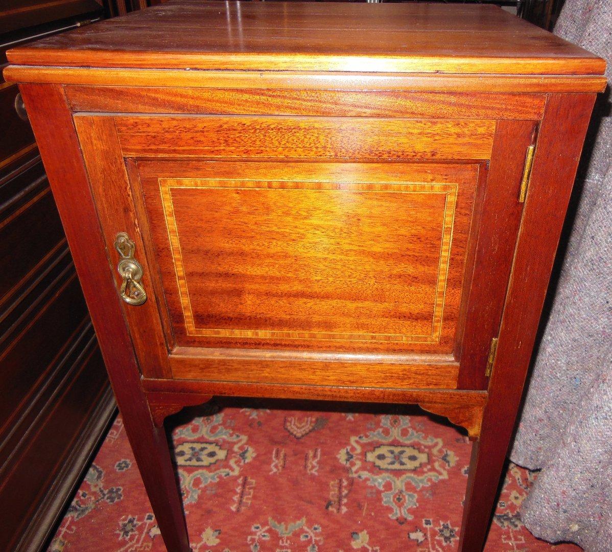 Kleiner Mahagoni-Kasten englisches-Kleinmöbel-mit-Türe