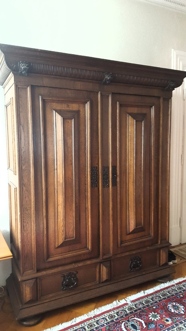 Antiker zerlegbarer großer Eichenschrank - Antik Möbel Antiquitäten ...