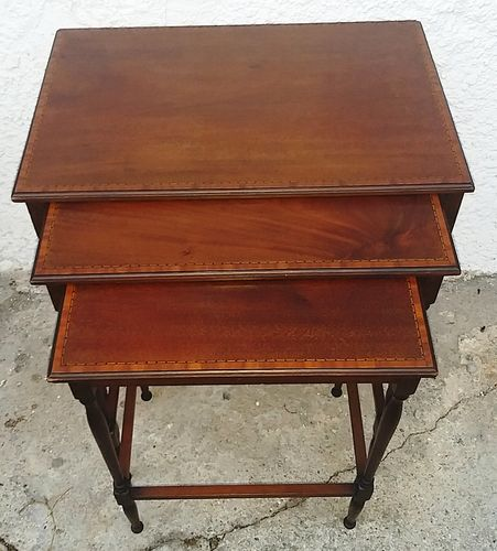 Nest of Tables Mahagoni-Tischchen England um 1910/20